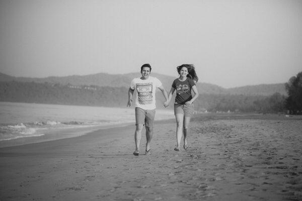 funny goa beach pre-wedding photography