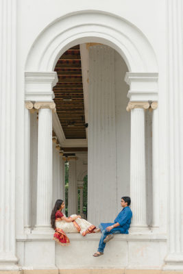 couple sitting at Princep ghat kolkata